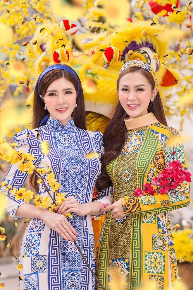 Kelly Nguyễn rủ bạn thân Lilly Luta diện áo dài đi dạo phố cuối năm - ảnh 2