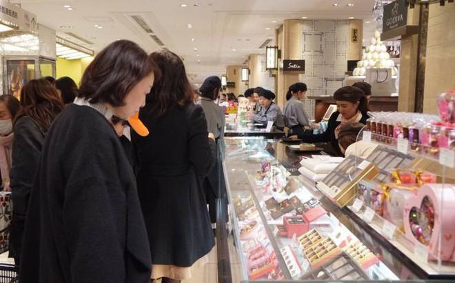 Quảng cáo gây tranh cãi ngày Valentine: Phụ nữ ơi, thôi đừng mua chocolate nữa!