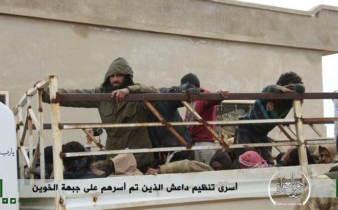 IS bất ngờ đầu hàng phiến quân Al-Qaeda Syria