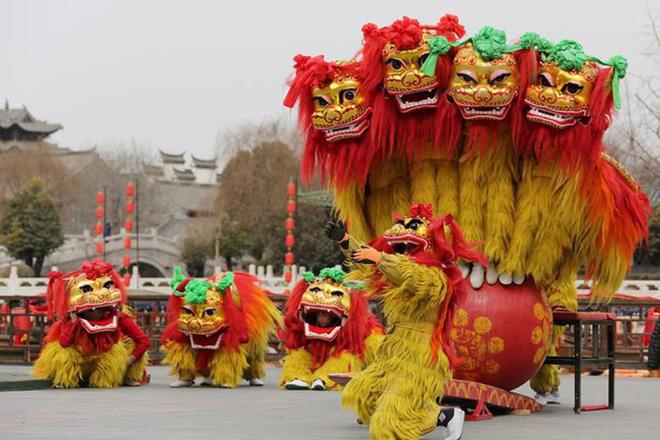 Châu Á ngập tràn sắc đỏ cùng linh vật chú chó chào Tết Nguyên Đán - ảnh 3
