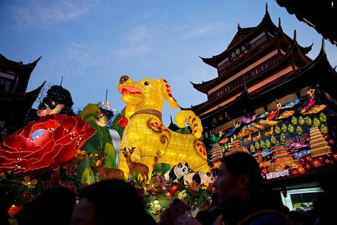 Châu Á ngập tràn sắc đỏ cùng linh vật chú chó chào Tết Nguyên Đán - ảnh 5