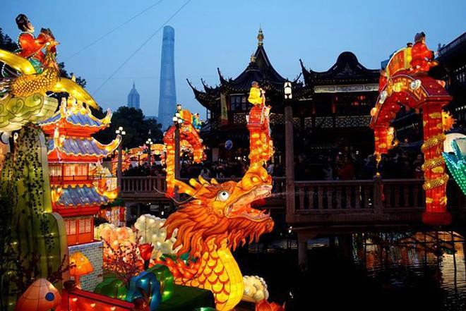 Châu Á ngập tràn sắc đỏ cùng linh vật chú chó chào Tết Nguyên Đán - ảnh 12