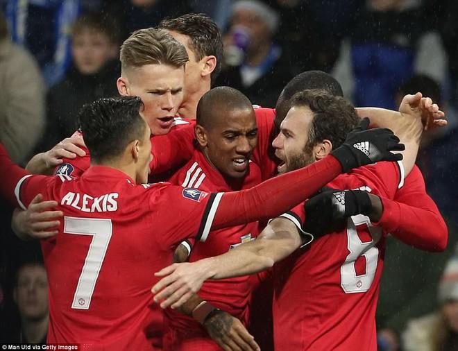 Mourinho nuốt lời vụ Pogba, Lukaku nổ súng đưa Man United trở lại - Ảnh 3.