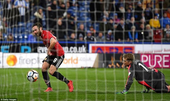 Mourinho nuốt lời vụ Pogba, Lukaku nổ súng đưa Man United trở lại - Ảnh 9.