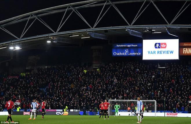 Mourinho nuốt lời vụ Pogba, Lukaku nổ súng đưa Man United trở lại - Ảnh 10.