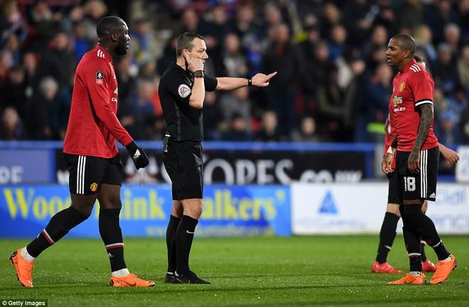 Mourinho nuốt lời vụ Pogba, Lukaku nổ súng đưa Man United trở lại - Ảnh 12.