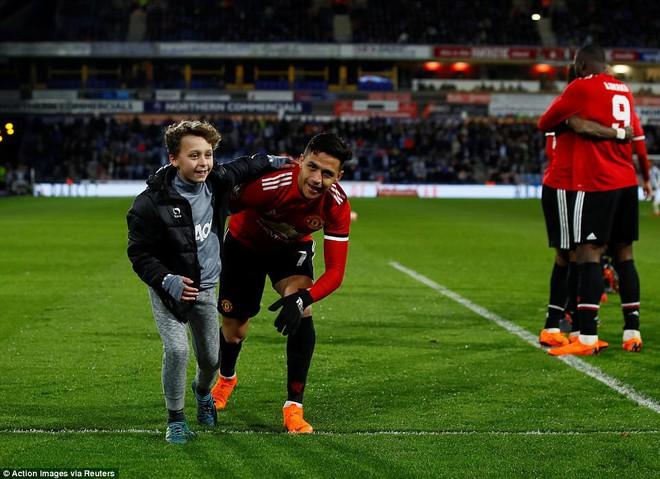 Mourinho nuốt lời vụ Pogba, Lukaku nổ súng đưa Man United trở lại - Ảnh 19.