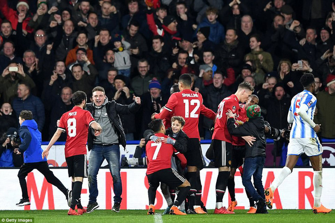 Mourinho nuốt lời vụ Pogba, Lukaku nổ súng đưa Man United trở lại - Ảnh 20.