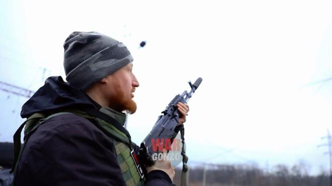 Độ chế để bắn đạn phòng không 23 mm từ súng trường tấn công AK-74 - Ảnh 2.