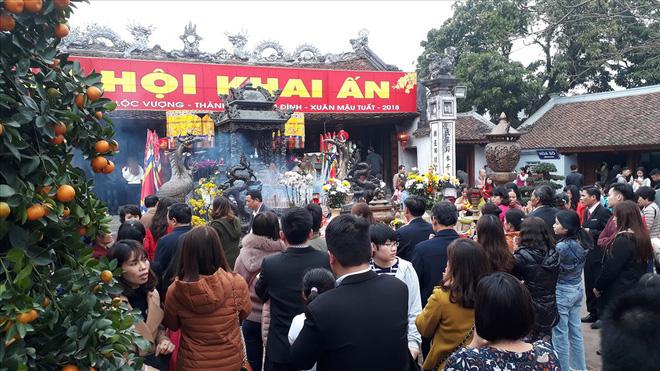 Đền Trần Nam Định tấp nập người đi lễ cầu may đầu năm - Ảnh 7.
