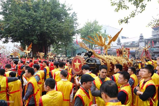 Pháo dài 6m được rước suốt 2 tiếng tại lễ hội Đồng - Ảnh 2.
