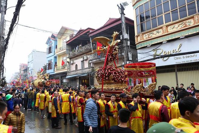 Pháo dài 6m được rước suốt 2 tiếng tại lễ hội Đồng - Ảnh 7.