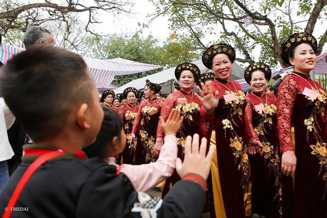 Pháo dài 6m được rước suốt 2 tiếng tại lễ hội Đồng - Ảnh 8.
