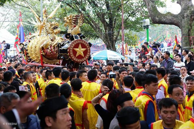 Pháo dài 6m được rước suốt 2 tiếng tại lễ hội Đồng - Ảnh 9.