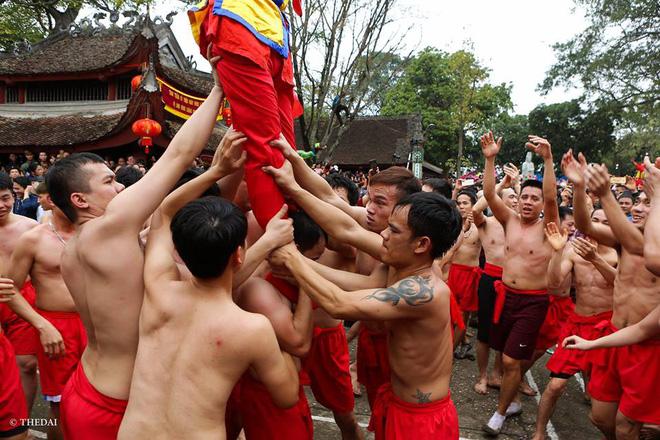 Pháo dài 6m được rước suốt 2 tiếng tại lễ hội Đồng - Ảnh 14.