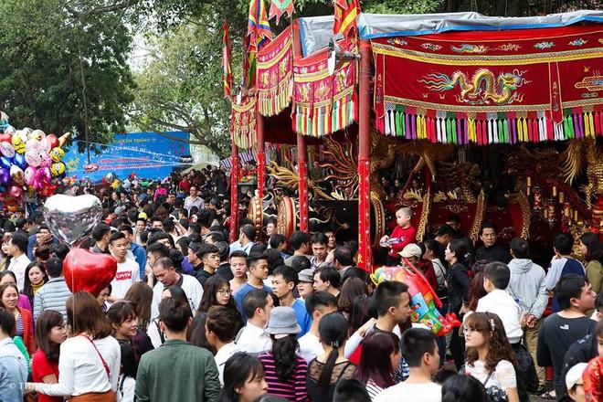 Pháo dài 6m được rước suốt 2 tiếng tại lễ hội Đồng - Ảnh 15.