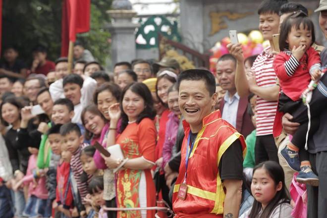 Các cụ già mình trần hào hứng tham gia hội vật cầu ở Hà Nội - Ảnh 9.