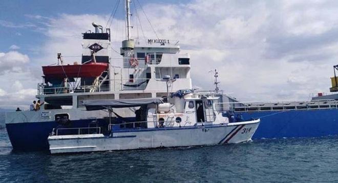 Bị cướp biển tấn công, thủy thủ tàu hàng dùng nước sôi đáp trả - Ảnh 1.