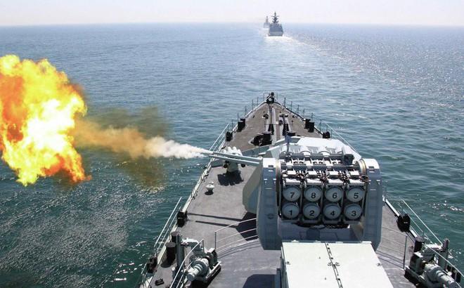 """Khu trục hạm Mỹ- Trung """"1 chọi 1"""": Bên nào sẽ ngậm quả đắng dưới đáy biển?"""