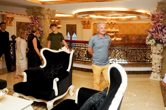 Lý Nhã Kỳ mời nhà sản xuất phim thế giới thăm biệt thự dát vàng, du thuyền triệu đô riêng - Ảnh 2.