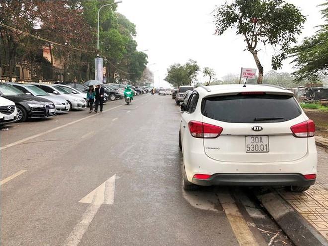 Kiểm tra đột xuất, phát hiện nhiều bãi trông xe chặt chém ở Hà Nội - Ảnh 2.