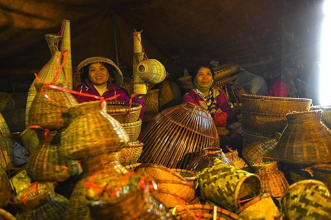 """Chợ Viềng Nam định ở Huyện Nào: Biển Người Xuyên đêm đến Chợ Viềng """"mua May Bán Rủi"""" Dịp"""