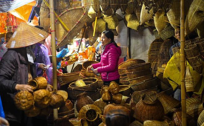 Chợ Viềng Nam định Mùng Mấy: Lễ Hội Chợ Viềng Nam Định 2018: Biển Người Xuyên đêm đến