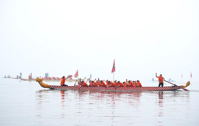 Người dân háo hức xem lễ hội đua thuyền rồng đầu tiên trên hồ Tây - Ảnh 13.