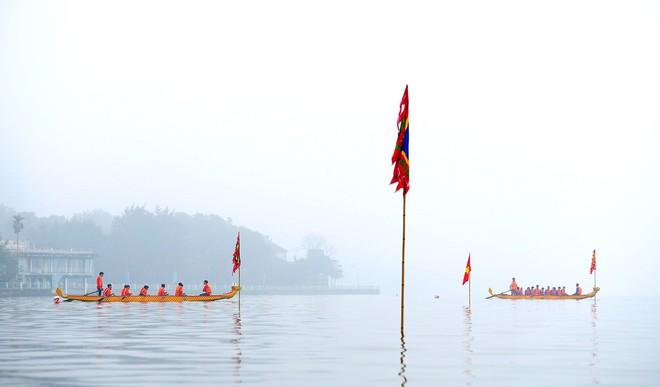 Người dân háo hức xem lễ hội đua thuyền rồng đầu tiên trên hồ Tây - Ảnh 10.