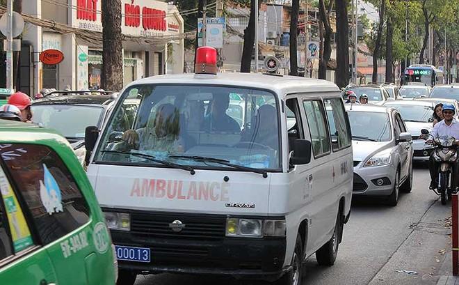 Tranh đường với xe cấp cứu: Bệnh nan y
