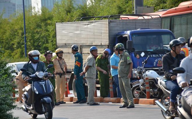 Ngã vào làn đường ô tô, nam thanh niên bị xe tải cán tử vong ở Sài Gòn