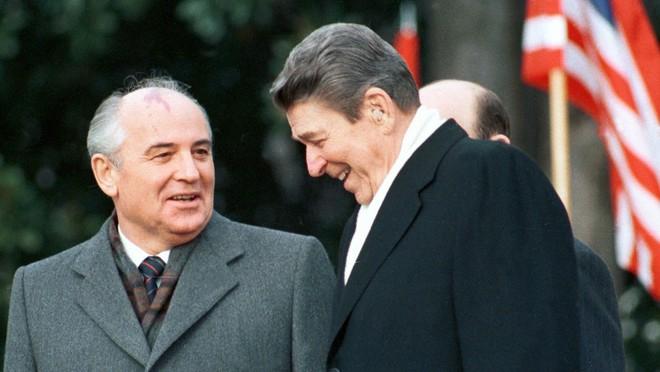Gorbachev đã thỏa thuận bí mật gì với Reagan khiến Liên Xô gục ngã? - Ảnh 2.