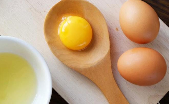 cách làm tóc mượt bằng trứng gà