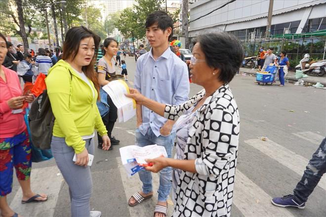 Giao lưu với U23 Việt Nam, CĐV bị bãi xe chặt chém 50.000 đồng/chiếc - Ảnh 4.