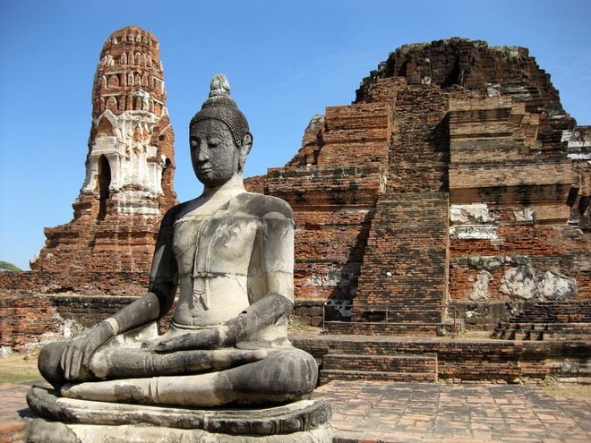Bức tượng Phật 700 năm bị rễ cây nuốt chửng hé lộ sự tương đồng với nghệ thuật điêu khắc nổi tiếng nhất châu Âu - Ảnh 1.