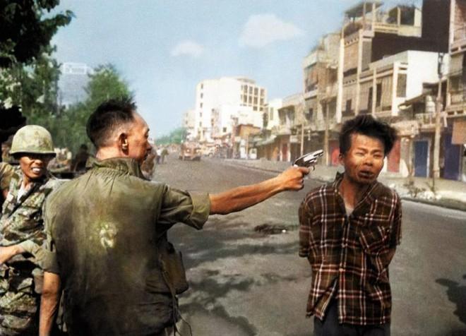 Số phận sát nhân Nguyễn Ngọc Loan ra sao sau khi hành quyết chiến sỹ biệt động trên phố Sài Gòn? - Ảnh 1.