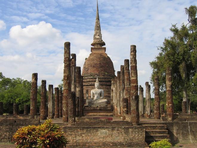 Bức tượng Phật 700 năm bị rễ cây nuốt chửng hé lộ sự tương đồng với nghệ thuật điêu khắc nổi tiếng nhất châu Âu - Ảnh 2.