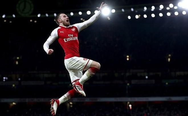 Khôn nhà dại chợ đến bao giờ đây, Arsenal?