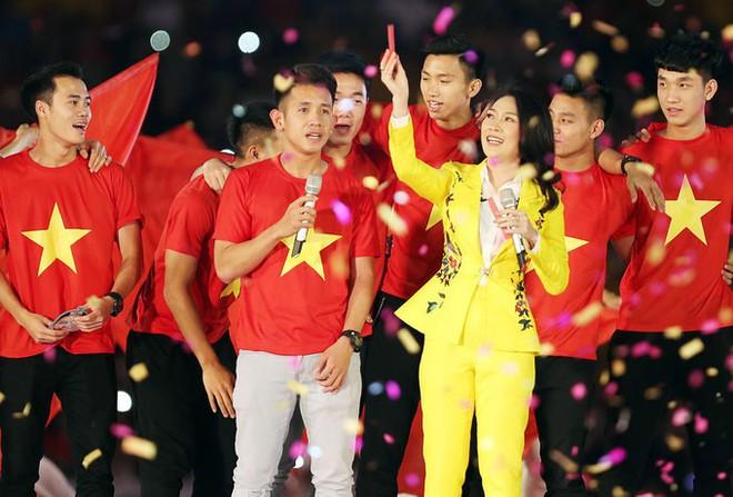 Chỉ duy nhất Mỹ Tâm làm được điều tuyệt vời này khi xuất hiện cùng U23 Việt Nam - Ảnh 9.
