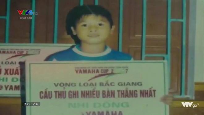 Hình ảnh hồi bé của cầu thủ U23 khiến HLV Park Hang-seo đau đầu trên sân khấu giao lưu - Ảnh 2.