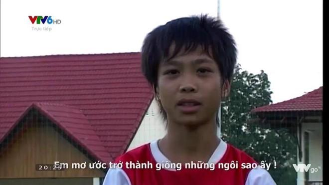 Hình ảnh hồi bé của cầu thủ U23 khiến HLV Park Hang-seo đau đầu trên sân khấu giao lưu - Ảnh 6.