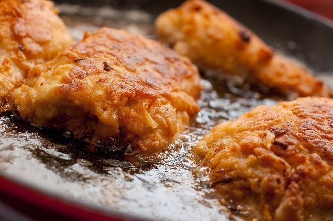 Lỡ ăn nhiều dầu mỡ, hãy ăn ngay những món này để ngăn ngừa cơ thể hấp thụ chất béo - Ảnh 1.