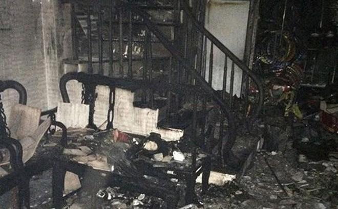 Cháy căn nhà 4 tầng ở Hà Nội, 3 người được cứu thoát