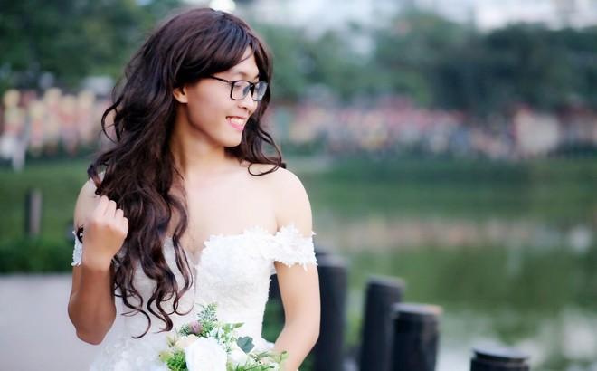 Bộ ảnh cưới đặc biệt, cô dâu khiến mọi người xung quang phải ngoái nhìn, bàn tán