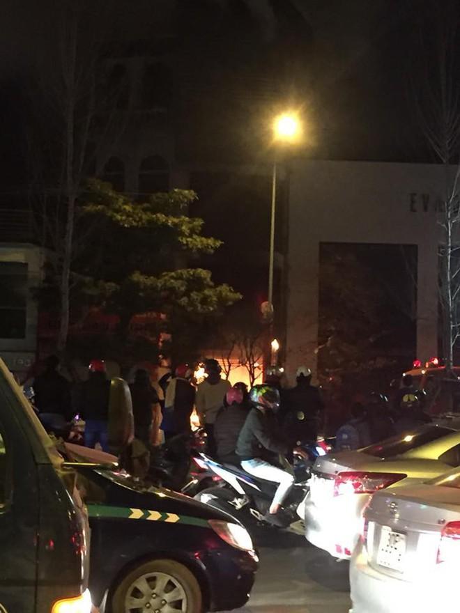 Cháy lớn trên phố Trần Duy Hưng - Ảnh 5.