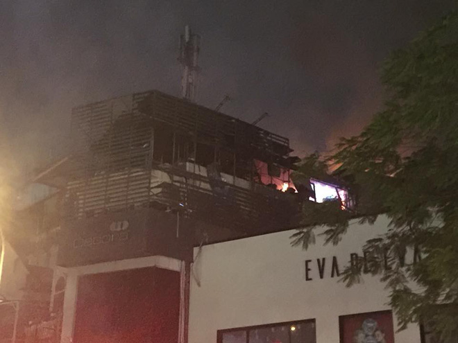 Cháy lớn trên phố Trần Duy Hưng - Ảnh 6.