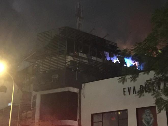 Cháy lớn trên phố Trần Duy Hưng - Ảnh 9.