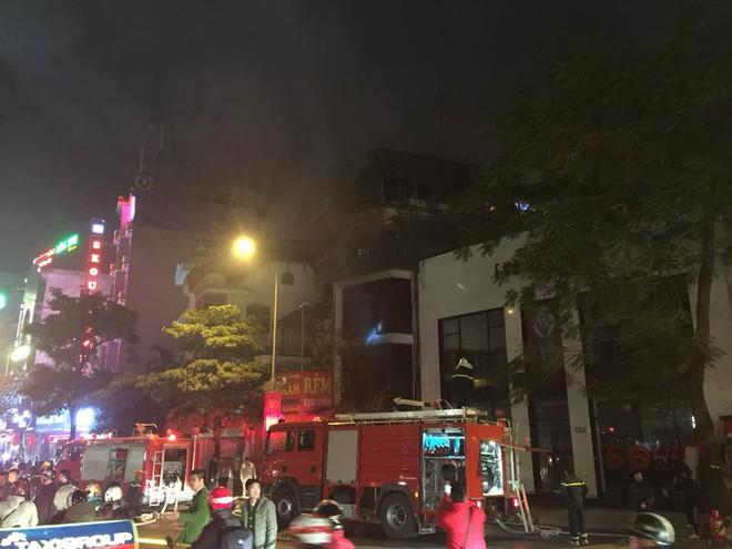 Cháy lớn trên phố Trần Duy Hưng - Ảnh 10.