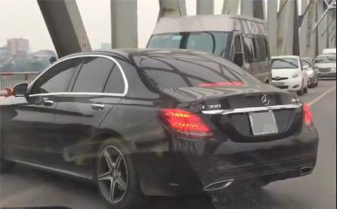 Tài xế nói lí do quay đầu xe Mercedes trên cầu Chương Dương