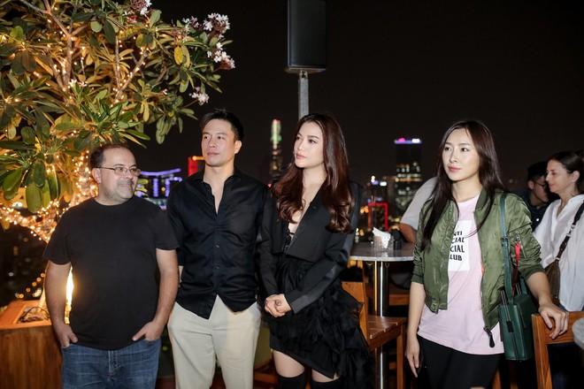 Trương Ngọc Ánh khoe vẻ nóng bỏng bên mỹ nam phim hành động châu Á - Ảnh 11.
